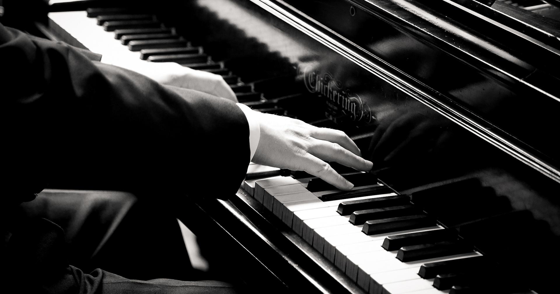 piano-hands-BWlrg